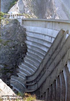 Barrage hydro-électrique de MONTEYNARD sur le Drac (38)