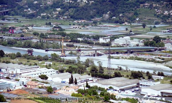 NICE-Saint Isidore, construction du viaduc de franchissement du fleuve Var et de l'autoroute A 8, pour la RN 202 bis
