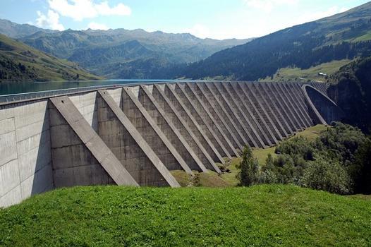 Commune de Beaufort-sur-Doron (73270, Savoie, Rhône-Alpes) - Barrage de ROSELEND , les contreforts de la rive droite