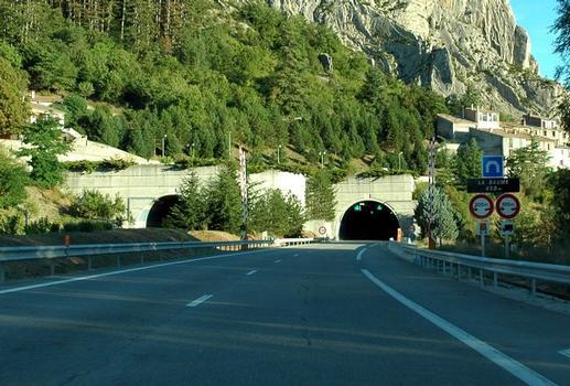 Commune de Sisteron (04200, Alpes-de-Haute-Provence) - Autoroute A 51, tunnel de la Baume, tête d'ouvrage nord : Commune de Sisteron (04200, Alpes-de-Haute-Provence) - Autoroute A 51, tunnel de la Baume , tête d'ouvrage nord