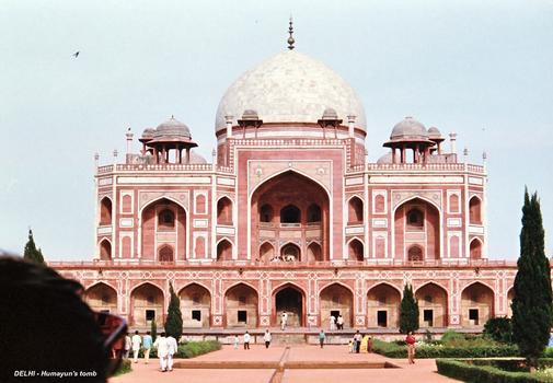 NEW DELHI – Humayun's tomb, tombeau moghol du XVIe siècle en grés rouge et marbre