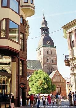 RIGA – Cathédrale Sainte-Marie (Dom), construction de style gothique, en briques rouges