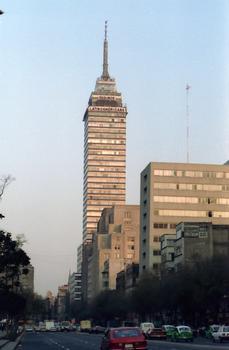 Tour Latino-Américaine. Plus haute construction de la ville de Mexico
