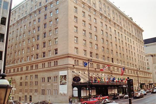 MONTREAL (Montréal) – Hôtel « Ritz-Carlton » (rue Sherbrooke W), palace en pierre calcaire de style néo-Renaissance, édifié en 1912