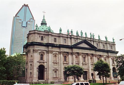 MONTREAL (Montréal) – Cathédrale Marie-Reine-du-Monde, façade principale sur le Boulevard René-Lévesque