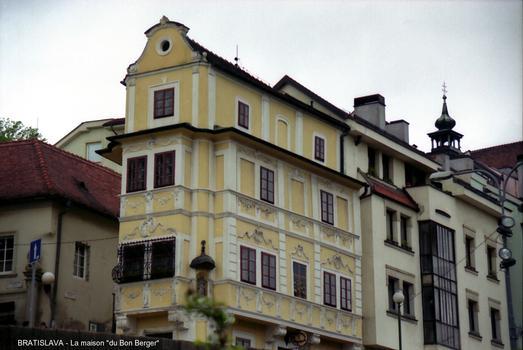 BRATISLAVA – «Maison du Bon Berger», cette maison baroque-rococo abrite un Musée de l'Horlogerie