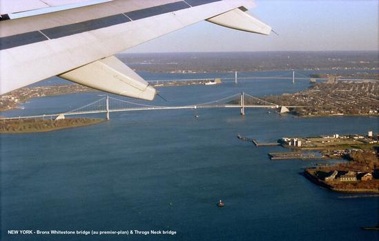 NEW YORK – Les ponts Bronx Whitestone (au premier-plan) et Throgs Neck sur l'East river