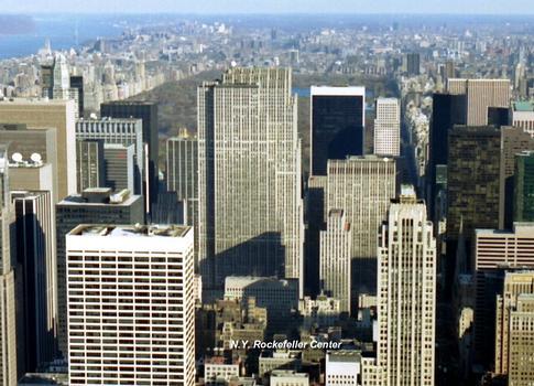 NEW YORK (New York) – Les buildings de Rockefeller Center, entre les 5e et 6e Avenues