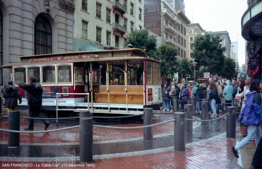 Drehscheibe an der Endstation der Cable-Car-Linie Powell Street/Hyde Street in San Francsico