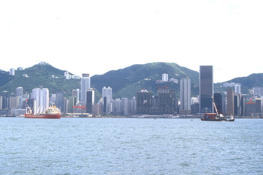 Skyline von Hong Kong mit dem Furama-Hotel und Hong Kong und Shanghai Bank im Bau