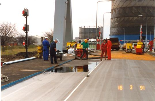 Stoneferry Bridge Coating deck with CICOL