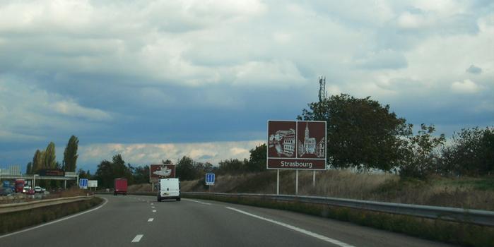 Autoroute A 35 au sud-ouest de Strasbourg. Vue en direction de Strasbourg
