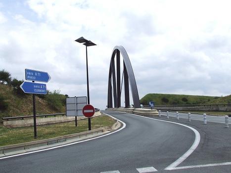 Aire des Volcans d'Auvergne sur l'autoroute A71: pont d'accès