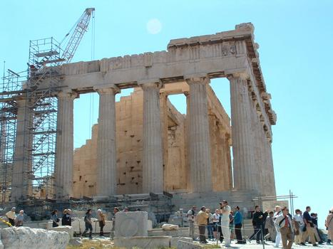 Le Parthénon au sein de l'Acropole d'Athènes