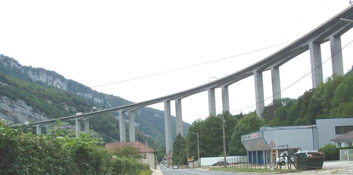 Autoroute A40 Lyon-Genève:Viaduc sur la N84 à l'entrée est de Nantua