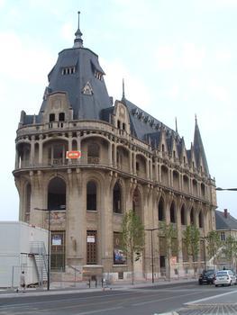 Chartres: La nouvelle Médiathèque (rénovation et adaptation de l'ancienne Poste Principale construite en 1927 selon les plans de Raoul Brandon - Etat des travaux mi-mai 2006).