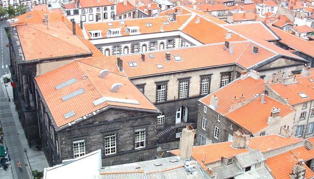 L'Hôtel de Ville de Clermont-Ferrand vu de la cathédrale