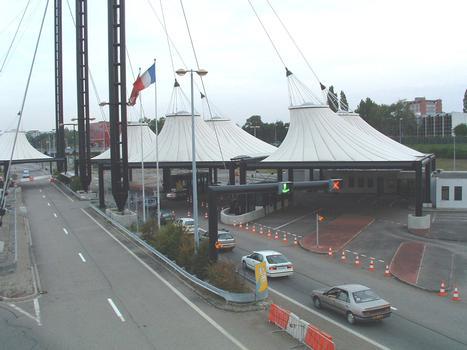 Französisch-schweizerischer Grenzposten zwischen Saint-Louis (Frankreich) und Basel (Schweiz).