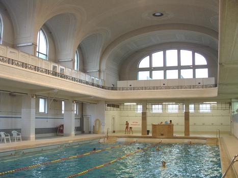 Le grand bassin des bains municipaux de Mulhouse. Longueur 25 m. Profondeur de 0,6 m à 3,2 m