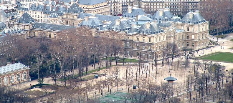 Paris: Palais du Luxembourg, siège du Sénat, vu de la Tour Montparnasse