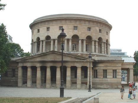 Paris XIXème: La Rotonde de la Villette située Place de la Bataille de Stalingrad