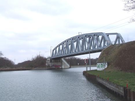 Rixheim (68/Haut-Rhin/Alsace): Pont sur le canal du Rhône au Rhin de la voie ferrée Mulhouse(F) –Neuenburg(D)