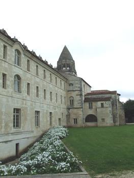saintes: Le monastère