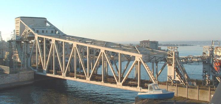 Eisenbahnbrücke über den Bordigue-Kanal