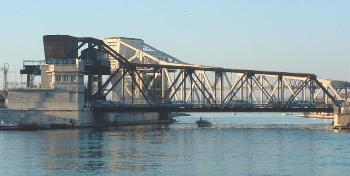 Eisenbahn- und Strassenbrücke über den Bordigue-Kanal