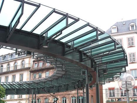 Strassenbahnhaltestelle »Homme de fer« in Straßburg