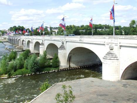 Tours: Le Pont Wilson sur la Loire