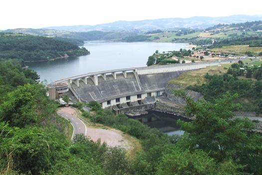 Barrage hydro-électrique de Villerest sur le fleuve «La Loire»