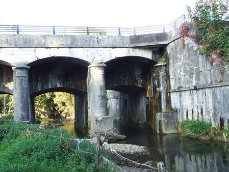 Wolfersdorf (68 / Haut-Rhin / Alsace ). Pont-canal du canal du Rhône au Rhin sur la rivière La Largue