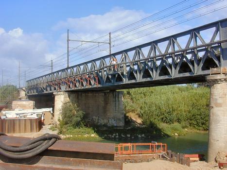 Neue Eisenbahnbrücke in Villedaigne