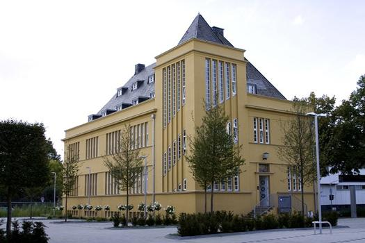 Alte Wagenfabrik von 1926, Maarweg/Ecke Vogelsanger Str., Köln-Ehrenfeld. Ehemals Automobilfabrik Scheele mit Werkshalle, Fabrikantenvilla. Umbau von 2003-2009 zu Loftbüros