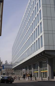 WDR-Vierscheibenhaus, Aussenfassade aus Glas, Eingang am Appellhofplatz 1