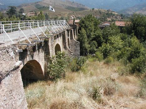 Ponte Nuovo (Haute Corse): ce qui reste du pont à cinq arches construit par les Gênois au XVI ème siècle sur le Golo