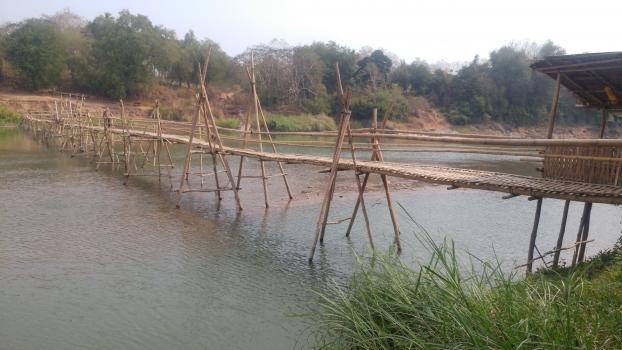 Saisonale Bambusbrücke