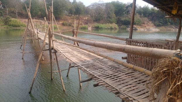 Passerelle saisonnière en bambou
