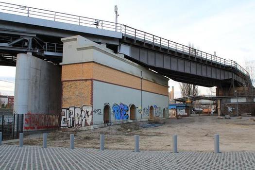 Hochbahnviadukt Gleisdreieck (U 2)