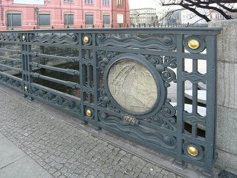 Schleusenbrücke, Berlin-Mitte
