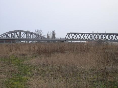 Neue Stahlbrücke am Gleisdreieck (U2), Berlin