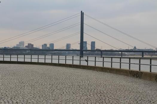Kniebrücke