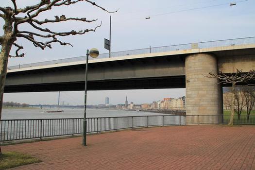 Kniebrücke, Düsseldorf