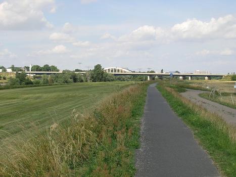 Eisenbahn und Straßenbrücke über die Elbe, Riesa