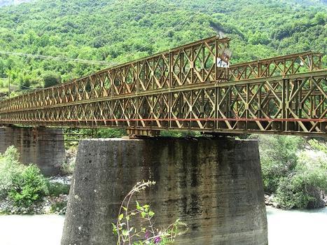 Nouveau pont de Plaka