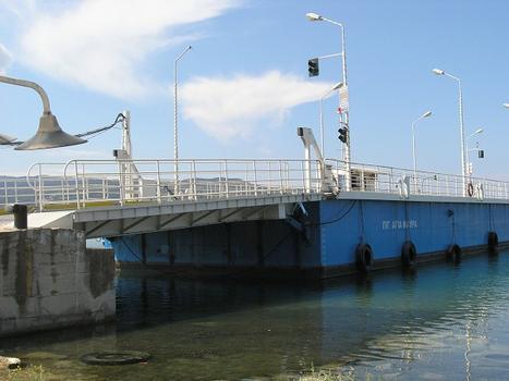 Verbindungsbrücke zwischen Lefkada und Festland, Griechenland (schwimmende Brücke)