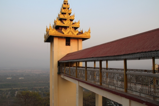 Ascenseur de la pagode Sutaungpyei