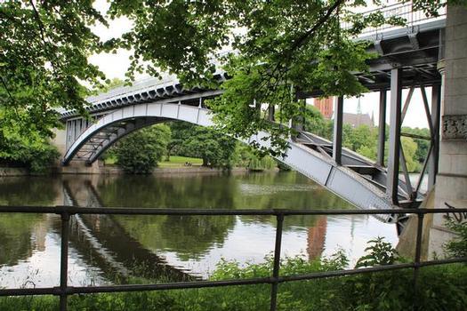 Hochbahnbrücke Kuhmühlenteich