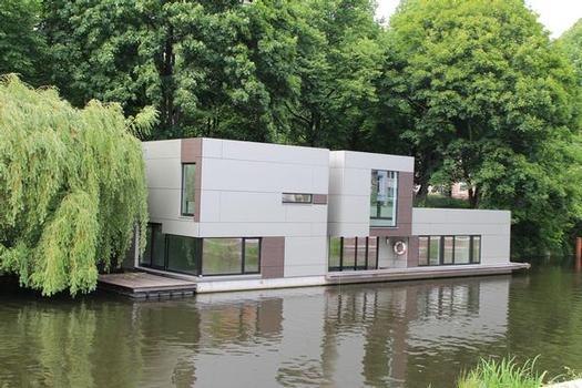 Houseboat on Eilbek Canal (Berth 1.4)